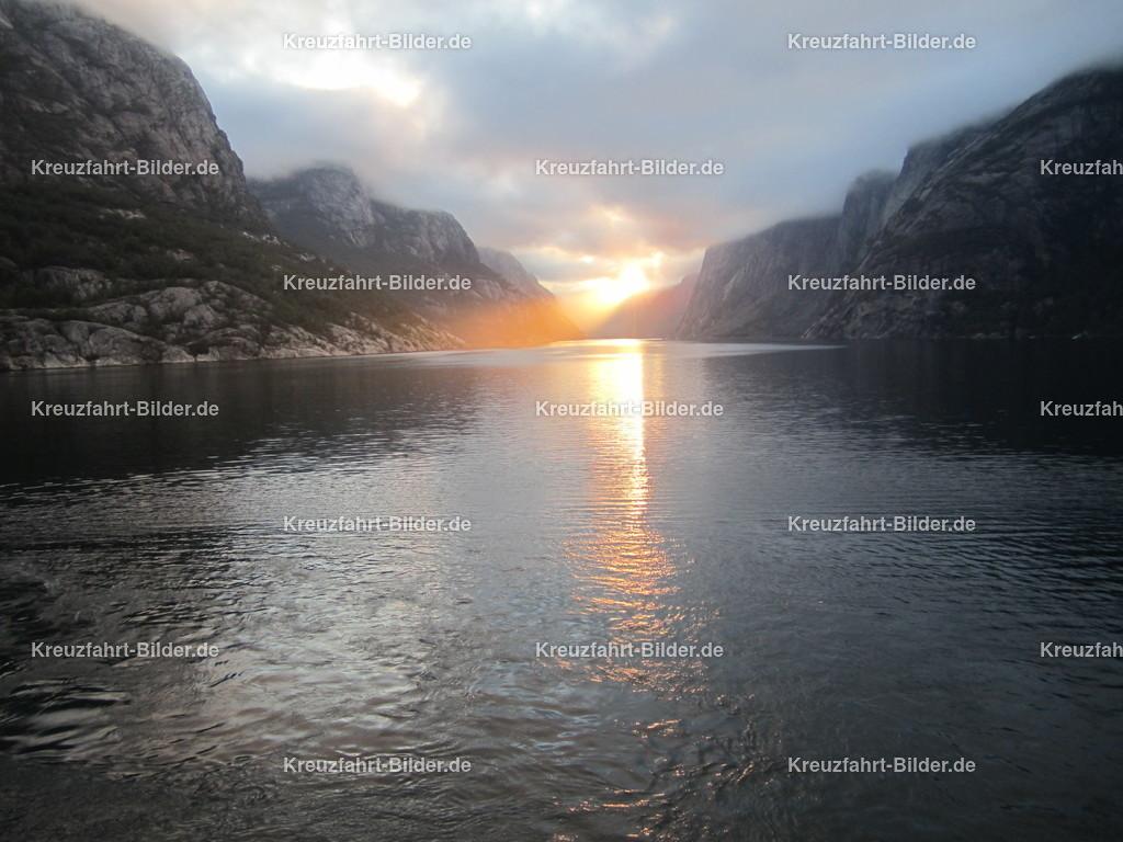 Sonnenaufgang im Lysefjord II   Sonnenaufgang im Lysefjord