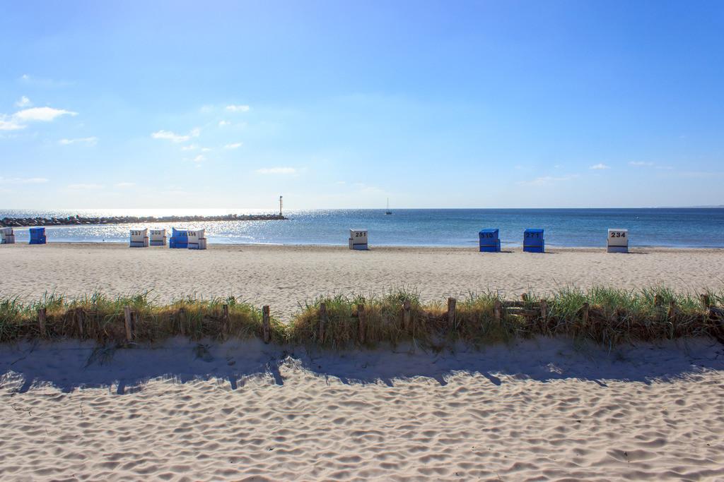 Strandkörbe an der Ostsee | Strandkörbe am Strand in Damp