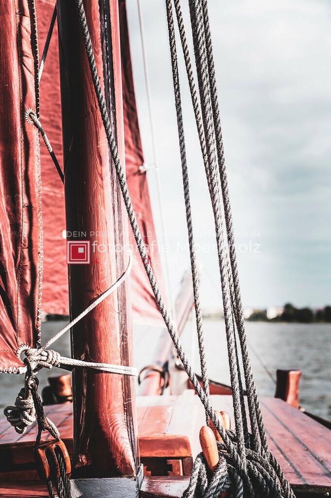 @Marko_Berkholz_mberkholz_MBE6681 | Die Bildergalerie Zeesenboot | Maritim | Segel des Warnemünder Fotografen Marko Berkholz zeigt maritime Aufnahmen historischer Segelschiffe, Details, Spiegelungen und Reflexionen.