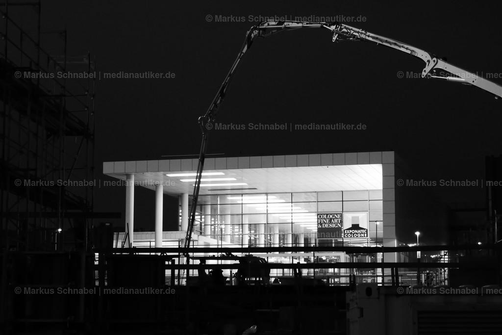 Eingang Süd | Messegelände Köln. Auch die Kunst wird so zur ewigen Baustelle. Sofern sie es nicht schon ist.