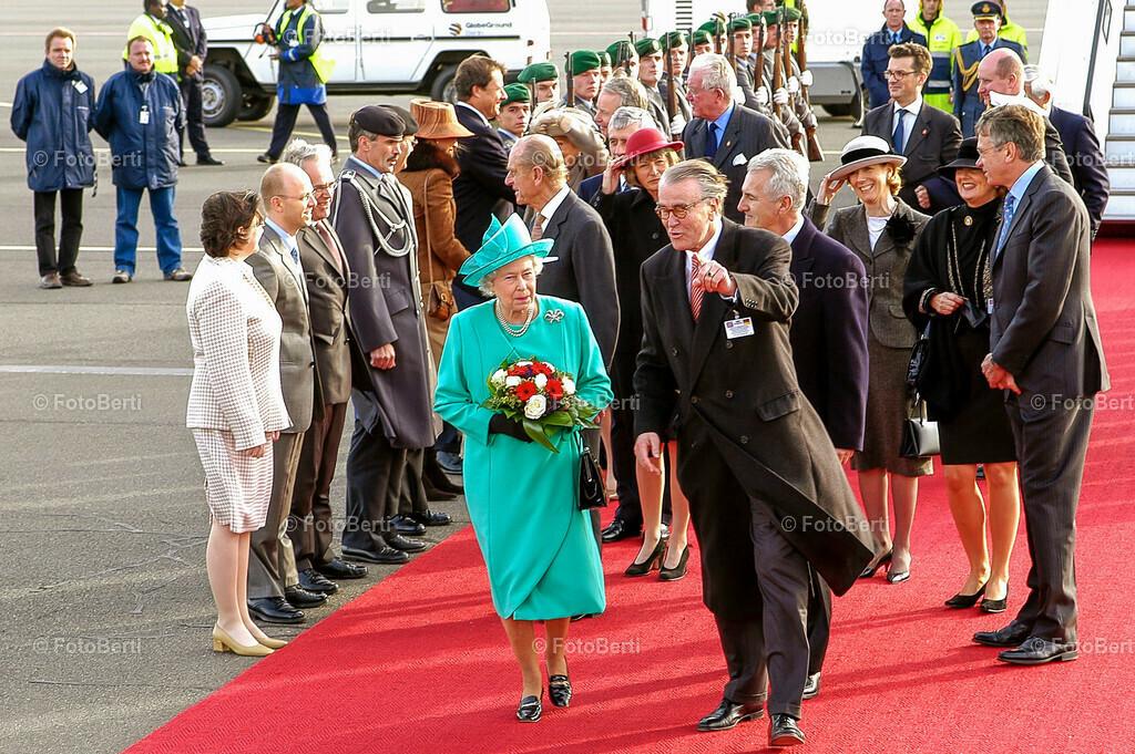 Koenigin Elizabeth II | Koenigin Elizabeth II., bei der Ankunft auf dem Flughafen Berlin-Tegel.