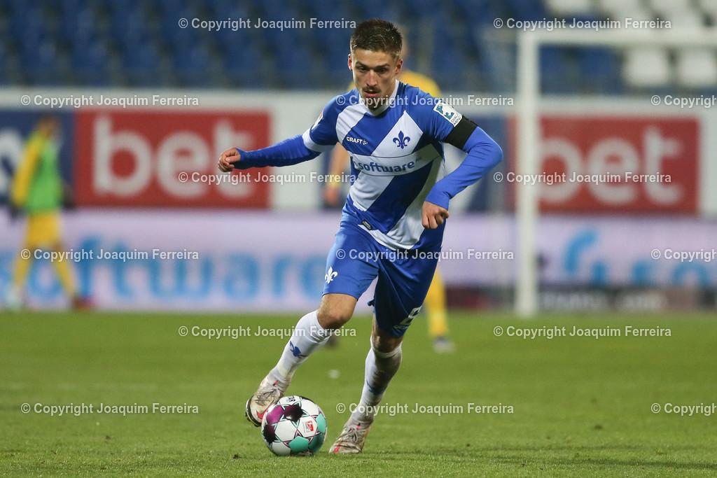 201127_svdvsbvt_0650 | 27.11.2020, xjfx, Fussball 2.BL SV Darmstadt 98 - Eintracht Braunschweig,  emspor, emonline, despor, v.l.,  Marvin Mehlem (SV Darmstadt 98), FREISTELLER     (DFL/DFB REGULATIONS PROHIBIT ANY USE OF PHOTOGRAPHS as IMAGE SEQUENCES and/or QUASI-VIDEO)