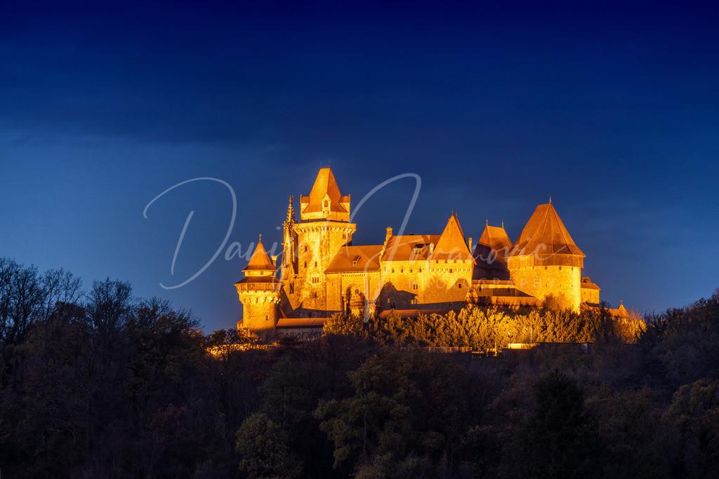 Kreuzenstein | Die Burg Kreuzenstein in der Dämmerung
