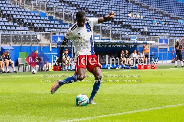 Fußball, Herren, Testspiel, Hamburger SV - FC Hansa Rostock, Volksparkstadion, 09.08.2020 | Aaron Opoku (#29 HSV)