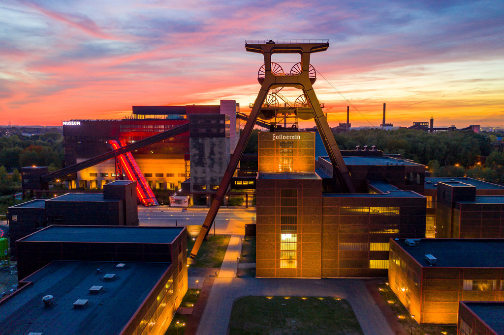 JT-181008-244 | Welterbe Zeche Zollverein in Essen, Doppelbock Fördergerüst von Schacht 12, Ruhrmuseum im Gebäude der ehemaligen Kohlenwäsche,