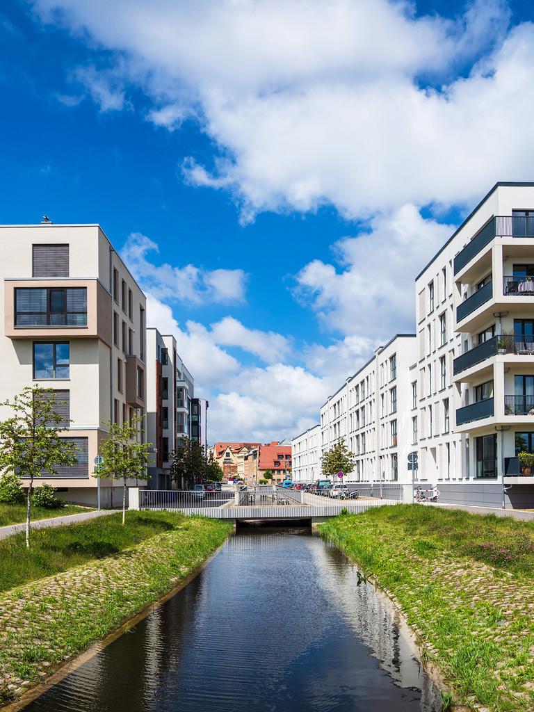 Moderne Gebäude und Kanal in der Hansestadt Rostock | Moderne Gebäude und Kanal in der Hansestadt Rostock.