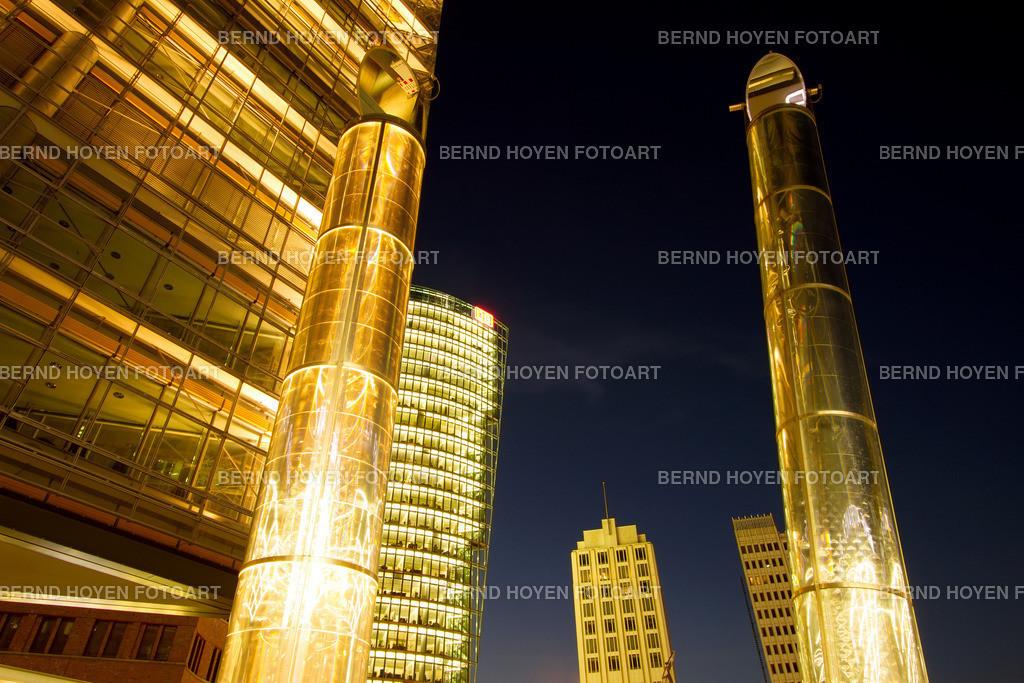 pp night towers | Foto einiger Bürotürme am Berliner Potsdamer Platz, Deutschland. | Photo of some office towers at Berlin Potsdamer Platz, Germany.