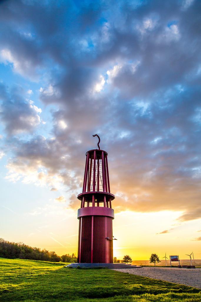 JT-160503-032 | Blick von der Halde Rheinpreussen in Moers, Installation Das Geleucht von Otto Piene, 30 Meter hoher Nachbau einer Grubenlampe, begehbar,