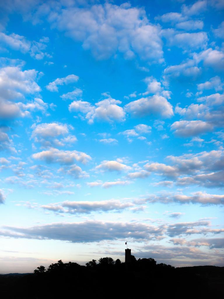 Wolken über der Sparrenburg   Silhouette: Wolken über der Sparrenburg.