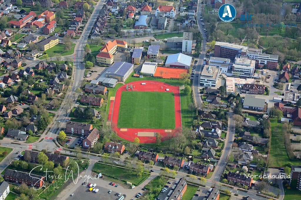 Luftbild Nordsee, Husum, Jahnsportplatz, Realschule, Klinikum Nordfriesland | Nordsee, Husum, Jahnsportplatz, Realschule, Klinikum Nordfriesland • max. 4272 x 2848 pix.