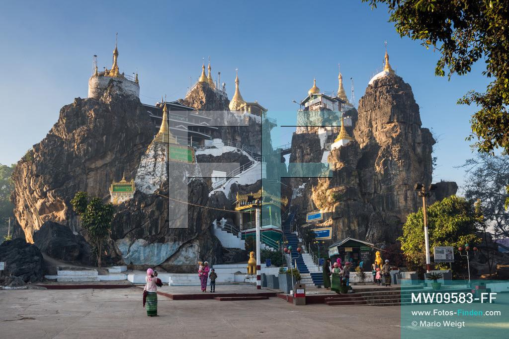 MW09583-FF | Myanmar | Loikaw | Reportage: Loikaw im Kayah State | Von der Taung-Kwe-Pagode (auch Thiri Mingalar genannt) hat man einen schönen Ausblick auf Loikaw und Umgebung. Das Heiligtum ist das Wahrzeichen der Stadt.  ** Feindaten bitte anfragen bei Mario Weigt Photography, info@asia-stories.com **