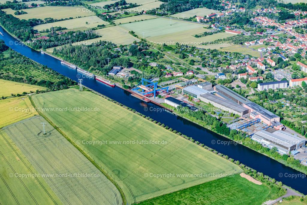 Parey_Elbe_Havel_Kanal_ELS_4668230620 | ELBE-PAREY 23.06.2020 Ortskern am Uferbereich des Elbe-Havel-Kanal - Flußverlaufes in Elbe-Parey im Bundesland Sachsen-Anhalt, Deutschland. // Village on the banks of the area Elbe-Havel-Kanal - river course in Elbe-Parey in the state Saxony-Anhalt, Germany. Foto: Martin Elsen