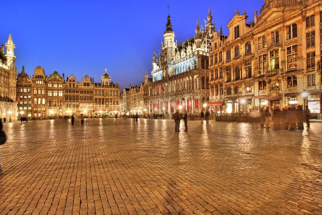Bruessel   Belgien, Brüssel, Grand Place. Zentraler Platz in der Altstadt, vom gotischen Rathaus und barocken Zunfthäusern gesäumter Marktplatz.