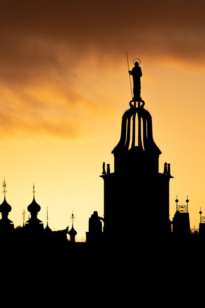 Silhouette Glockenpalast am Morgen 2