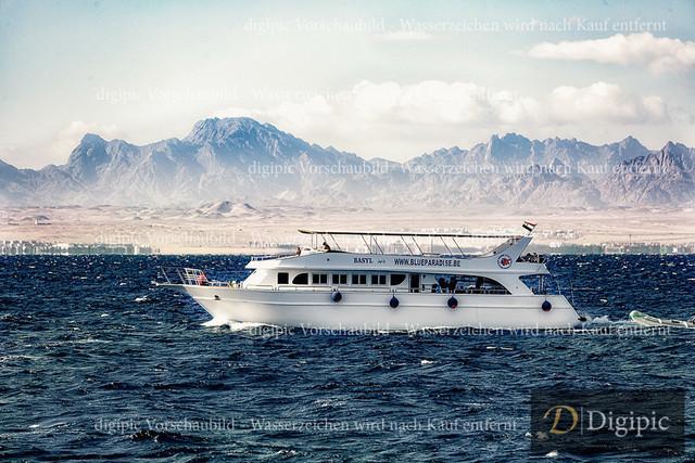 Hurghada_Jänner 2020_1199 | Ausflugsschif am Roten Meer - Vor der Küste