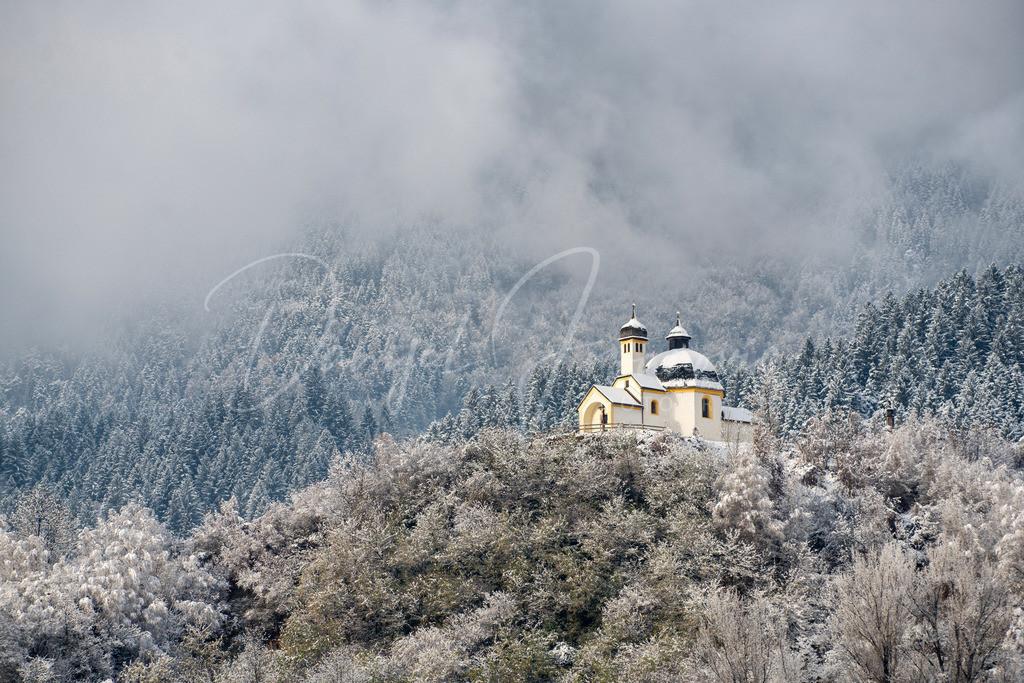 Kalvarienberg | Verschneiter Kalvarienberg in Arzl