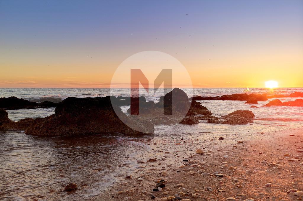 Sonnenuntergang am Strand von Albufeira, Algarve, Portugal