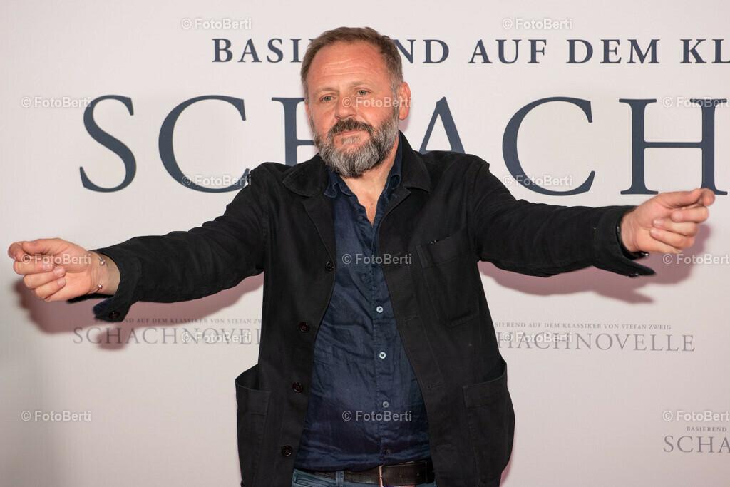 Premiere: Schachnovelle   Samuel Finzi