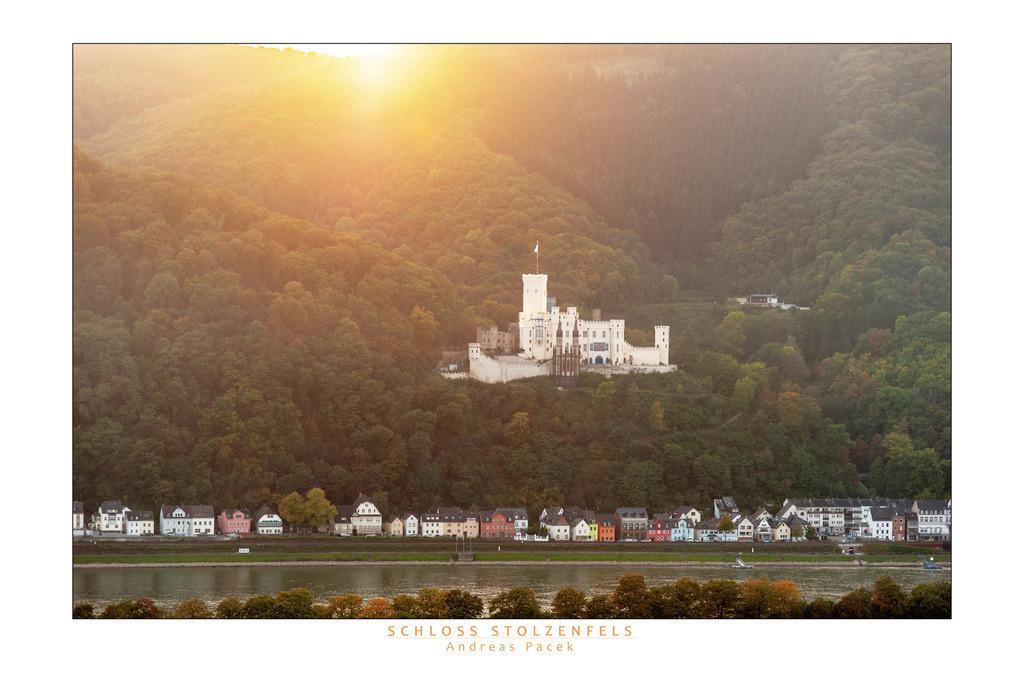 Schloss Stolzenfels | Die Serie 'Leuchtender Rhein' zeigt den Rhein in leuchtenden Farben.