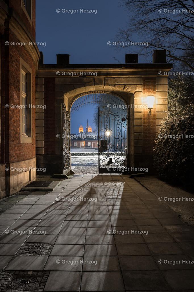 Münsters magisches Tor | Blick vom Schloss auf den Dom. Im Hintergrund noch ein wenig Schnee