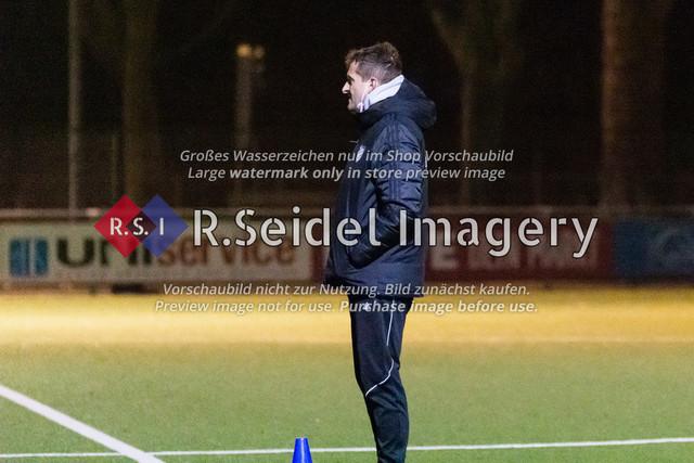 Nach Pandemie- und Winterpause darf der FC Teutonia 05 endlich das Training am Sportplatz Kreuzkirche wieder aufnehmen | Achim Hollerieth (Cheftrainer, Teutonia)