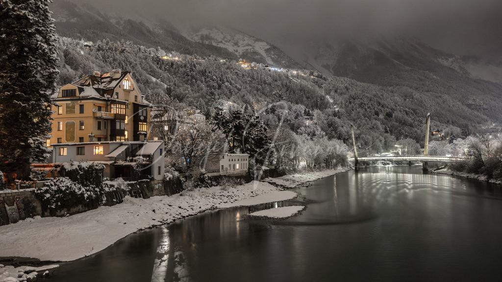 Winter Wonderland | Blick auf die Zaha Hadid Brücke im tief verschneitem Innsbruck