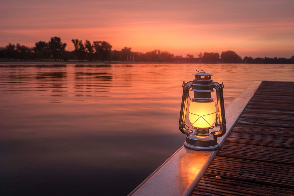 Morgenrot am Allersee mit Lampe