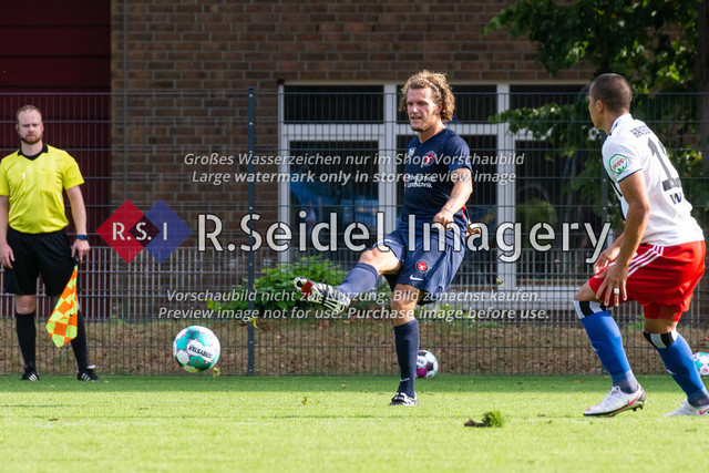 Fußball, Herren, Testspiel, Hamburger SV - FC Midtjylland, HSV-Trainingsplatz am Volksparkstadion, 20.08.2020   Alexander Scholz (#14, Midtjylland)