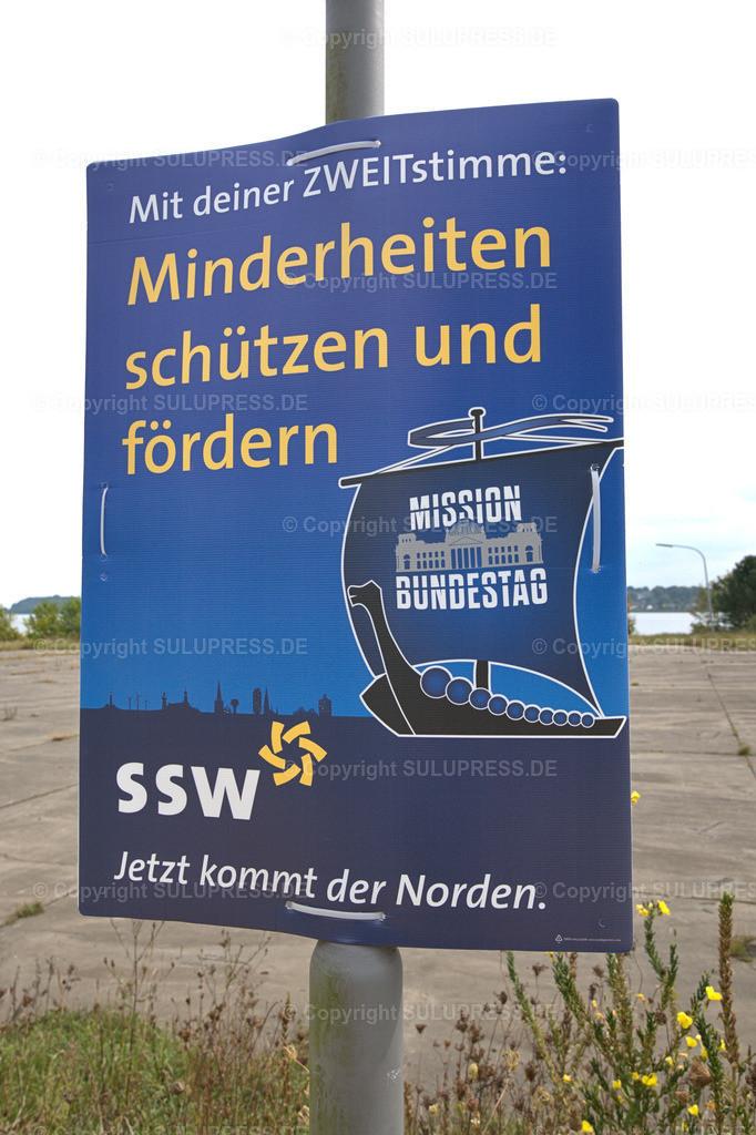 SSW Wahlplakat in Schleswig   Schleswig, ein SSW-Wahlplakat zur Bundestagswahl 2021 an einem Laternenpfahl. Auf den Wahlplakat wirbt die Partei Südschleswigscher Wählerverband (SSW) als Partei der dänischen Minderheitmit dem Slogan: