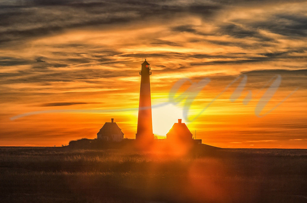 Sonnenuntergang am Westerhever Leuchtturm | Der Himmel brennt auf Westerheversand