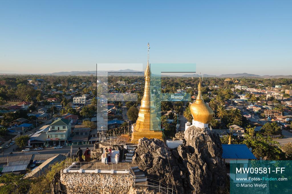 MW09581-FF | Myanmar | Loikaw | Reportage: Loikaw im Kayah State | Ausblick von der Taung-Kwe-Pagode (auch Thiri Mingalar genannt). Das Heiligtum ist das Wahrzeichen der Stadt.  ** Feindaten bitte anfragen bei Mario Weigt Photography, info@asia-stories.com **