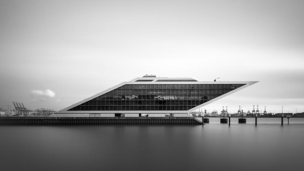 Dockland Mono | Seitenansicht des Dockland als Langzeitbelichtung