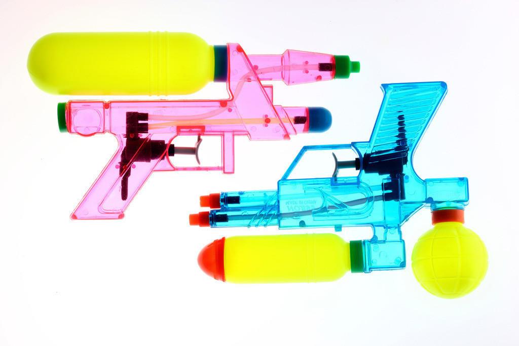 Wasserpistole | Wasserpistole, mit grossem Tank. Spielzeug, transparent, durchsichtig.