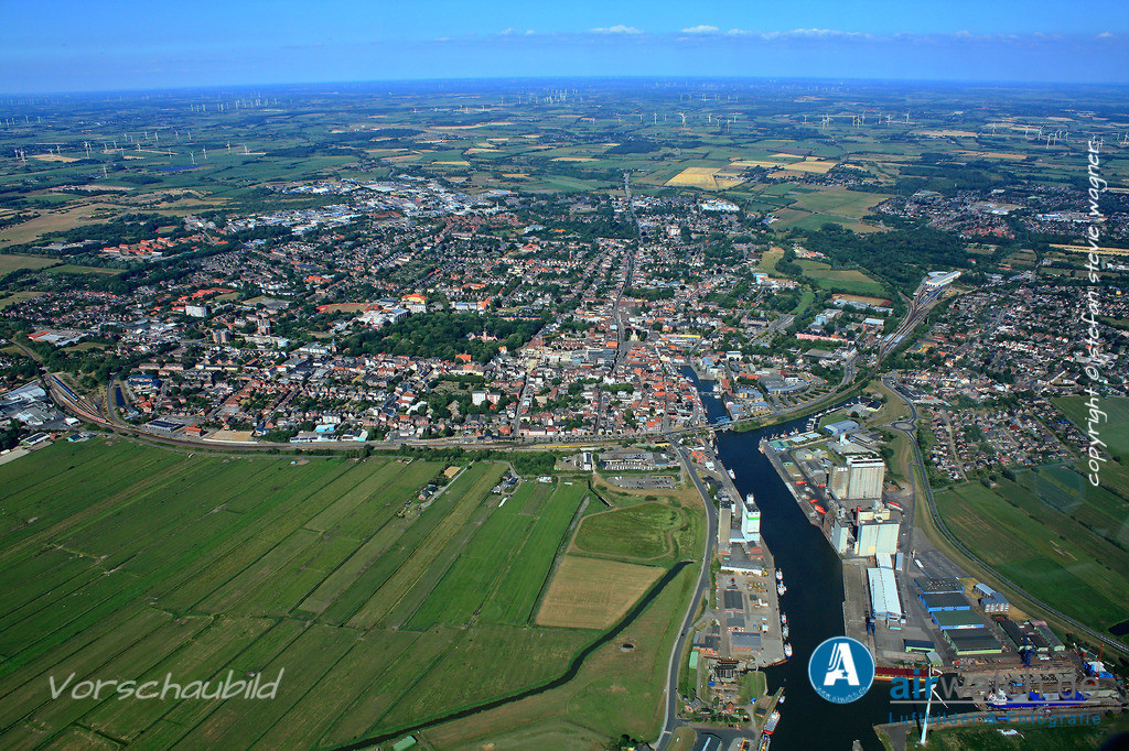 Luftbild Husum, Aussenhafen, Husum-Dock+Reparatur, ARP-Thordsen | Luftbild Husum, Aussenhafen, Husum-Dock+Reparatur, ARP-Thordsen • max. 4272 x 2848 pix.