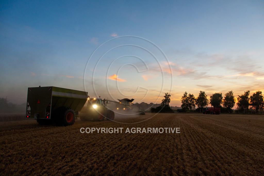 20120817-_MG_8807 | Weizenernte in der Dämmerung