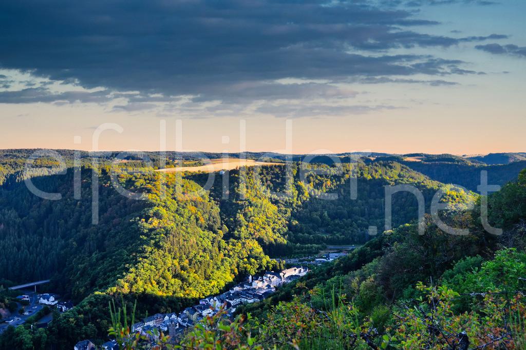 Bad Bertrich in der Abendsonne | Blick auf Bad Bertrich in der Eifel, Vulkaneifel