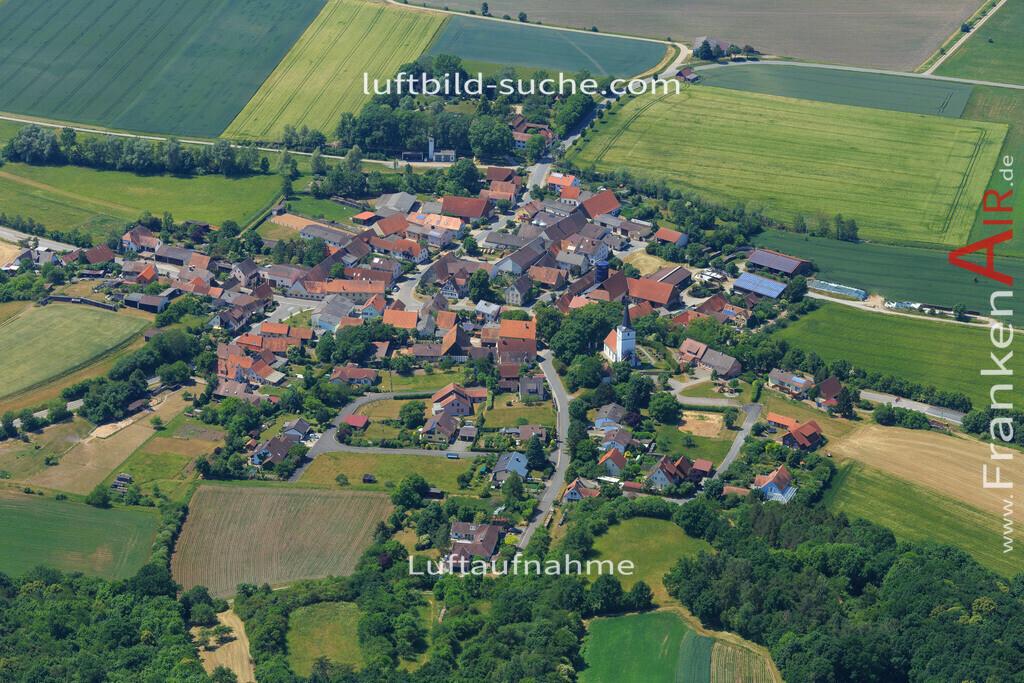 sugenheim-2015-1599   Luftbild von  Sugenheim - Luftaufnahme wurde 2015 von https://frankenair.de mittels Flugzeug (keine Drohne) erstellt - die Geschenkidee