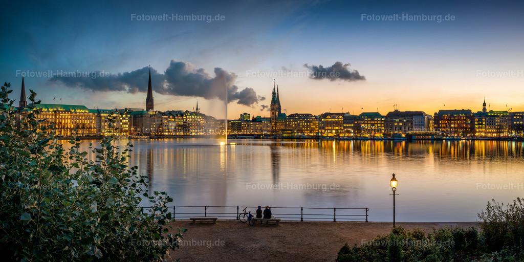 10201206 - Romantische Binnenalster | Romantischer Blick über die Binnenalster auf das abendliche Hamburg.