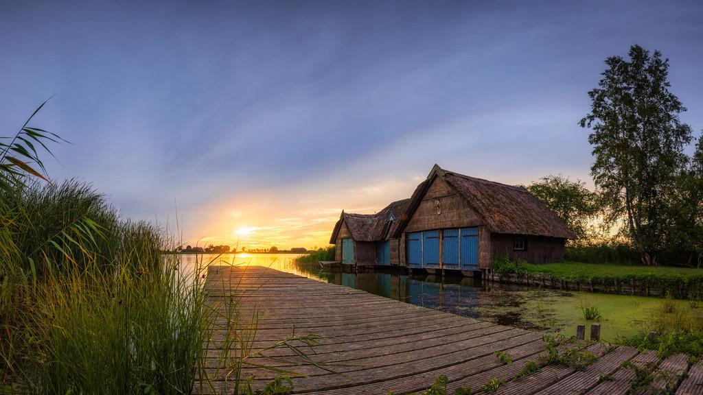 The Boat House II | Sommerlicher Sonnenaufgang an einem Bootshaus in Ostholstein