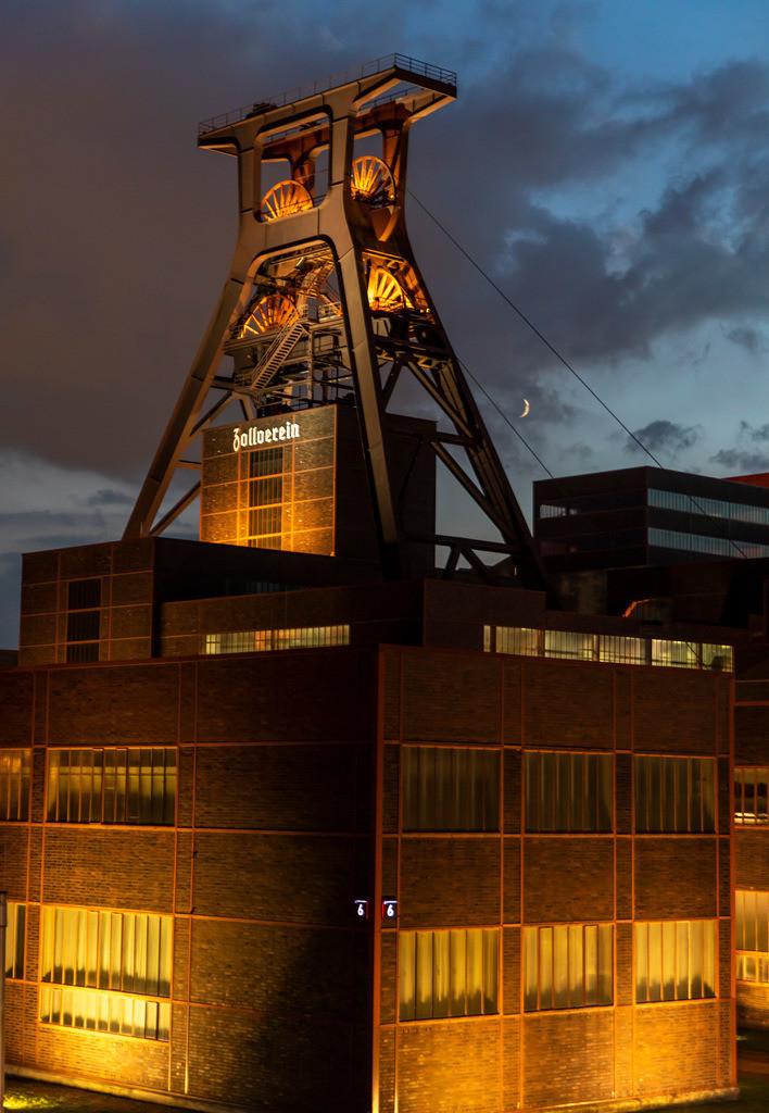 JT-180913-513   Zeche Zollverein in Essen, NRW, UNESCO Welterbe Stätte, Doppelbock Fördergerüst von Schacht XII,