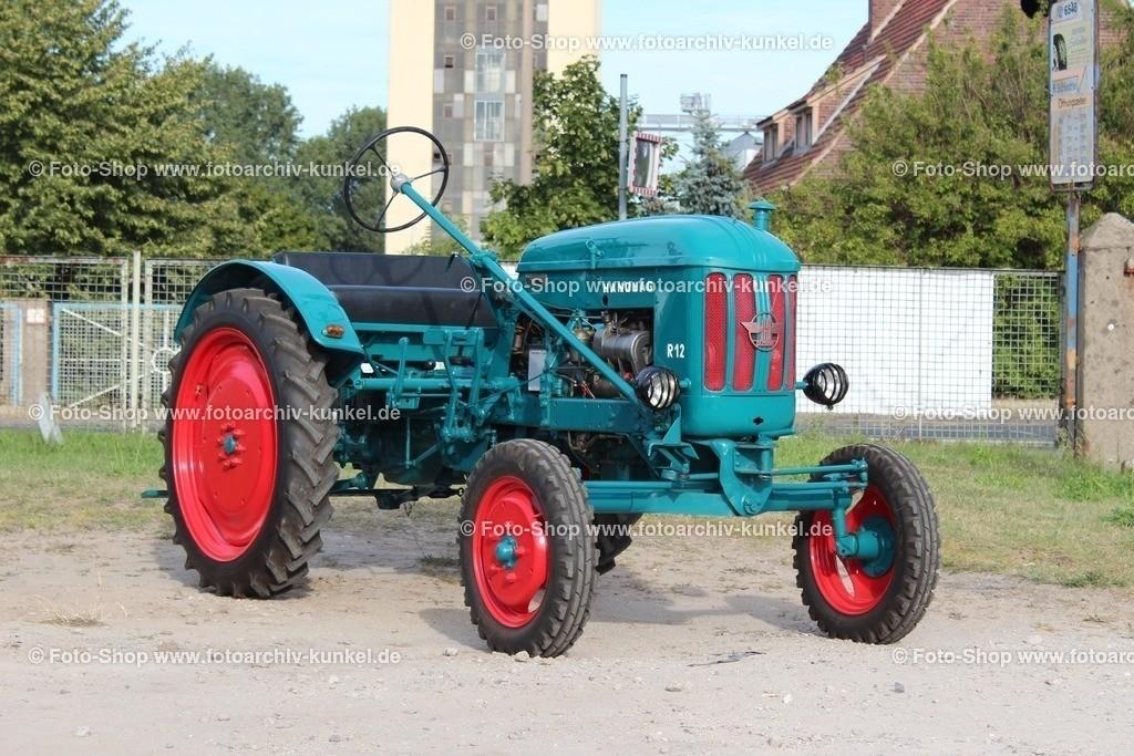 Hanomag R 12 Traktor, Schlepper, 1953-1957 | Hanomag R 12 Traktor, Schlepper, Farbe: Blaugrün, Baureihe R, Bauzeit: 1953-1957, BRD, Deutschland