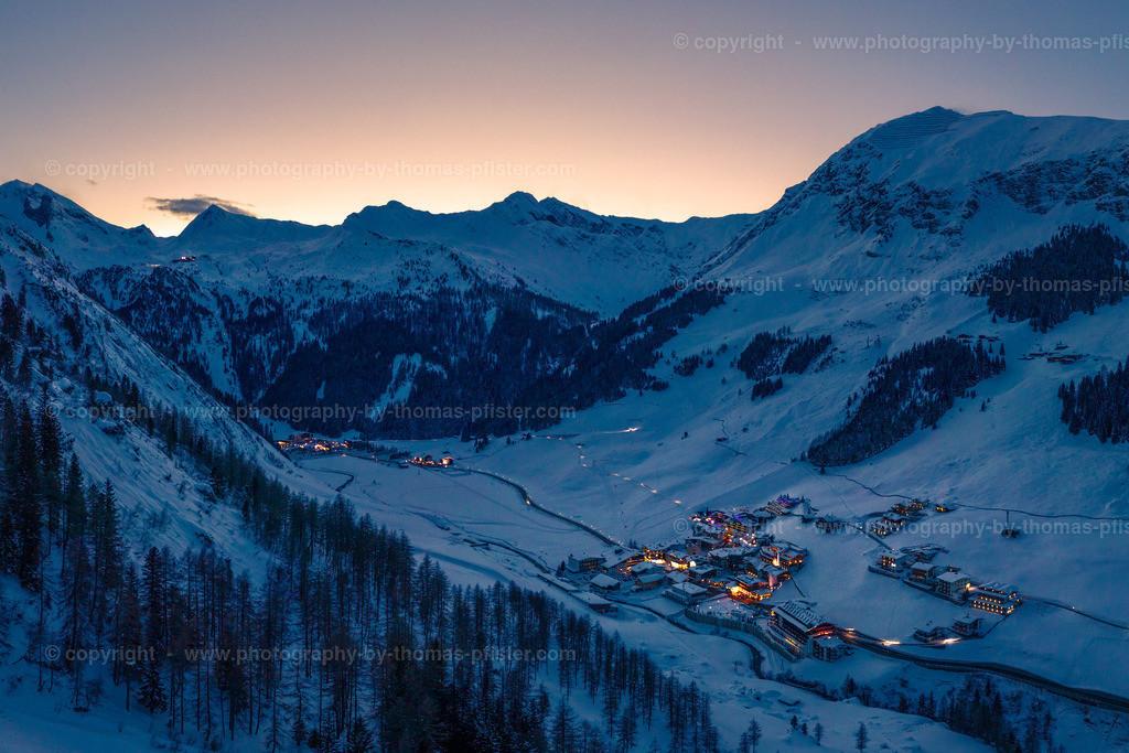 Hintertux zur Blauen Stunde im Winter-1