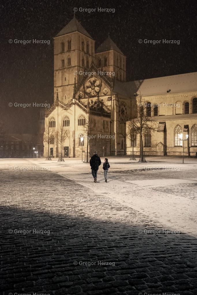 Abendspaziergang   Der erste Schnee im neuen Jahr 2021 wurde ausgiebig genutzt für einen schönen Abendspaziergang.