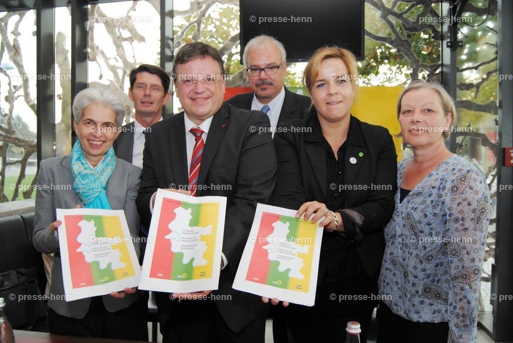 Koalitionsvertrag | SPD-FDP-Grüne nach der Unterzeichnung des Koaltionsvertrages