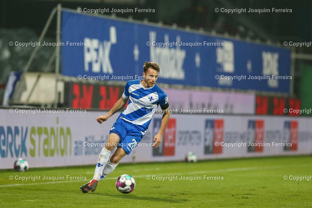201127_svdvsbvt_0467 | 27.11.2020, xjfx, Fussball 2.BL SV Darmstadt 98 - Eintracht Braunschweig,  emspor, emonline, despor, v.l.,       (DFL/DFB REGULATIONS PROHIBIT ANY USE OF PHOTOGRAPHS as IMAGE SEQUENCES and/or QUASI-VIDEO)