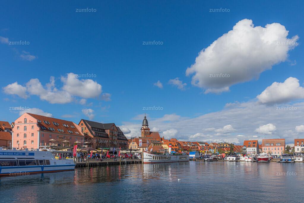 170429_1642-6328-A   --Dateigröße 6720 x 4480 Pixel-- Satdthafen von Waren (Müritz)