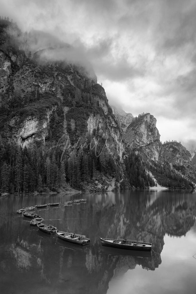 Morgendliche Stille am Bergsee