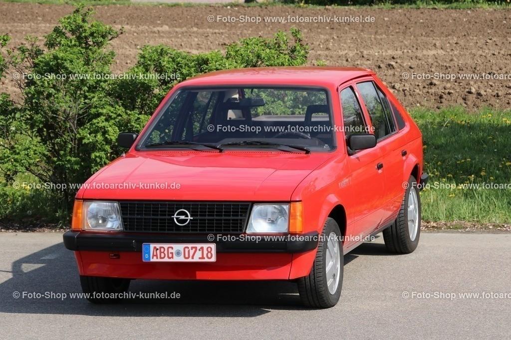 Opel Kadett J Kombi-Limousine 4 Türen, mit großer Heckklappe, 1981-1984 | Opel Kadett J Kombi-Limousine 4 Türen, mit großer Heckklappe, Farbe: Rot, Bauzeit: 1981-84, Kadett D, Sondermodell Kadett J (10/1981-9/1984), verschiedene Motoren in der Auswahl,  Leistung 55-90 PS Hersteller: Opel Rüsselsheim, BRD, Deutschland