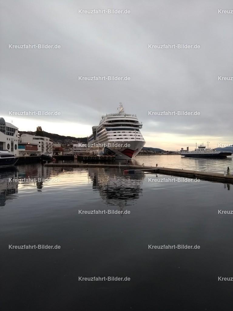 AIDAsol in Molde II | AIDAsol in Molde bei Abendstimmung