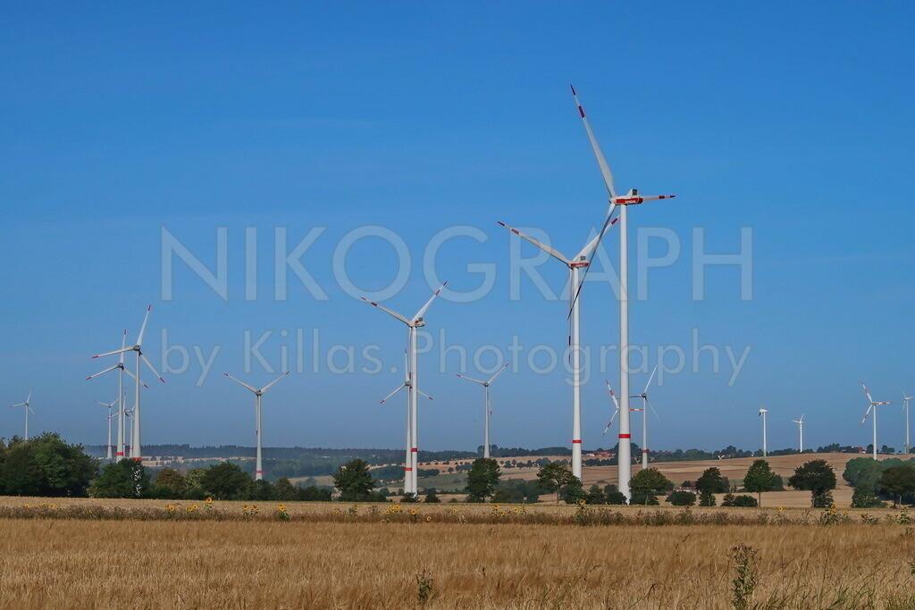 Windräder  | Windräder im Feld bei Bad Wünnenberg.